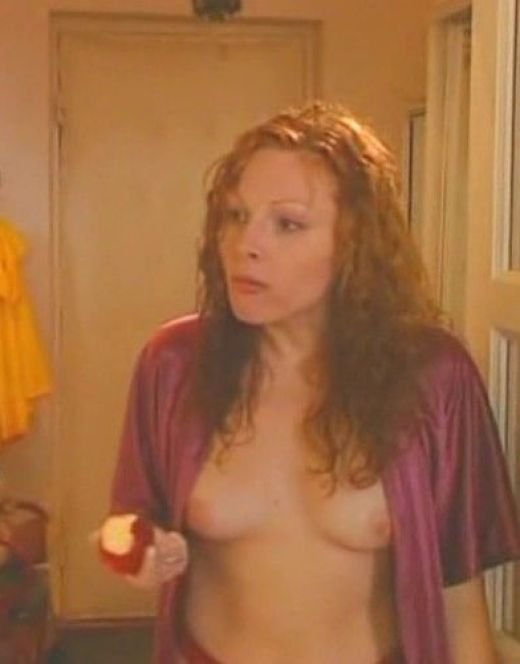 Голая грудь и попка Натальи Бочкаревой на горячих кадрах из кино