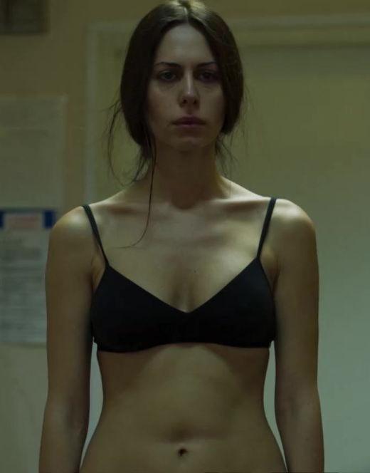 Голая Сабина Ахмедова на кадрах из сериала «Колл-центр»