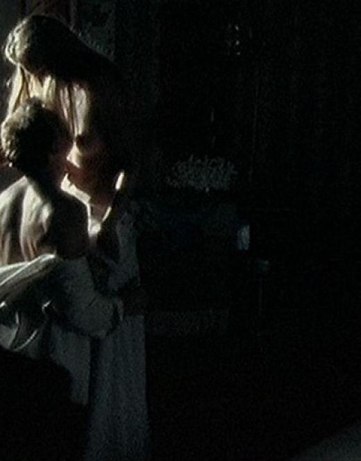 Обнаженная Мария Миронова в постельной сцене из фильма «Свадьба» (попа)