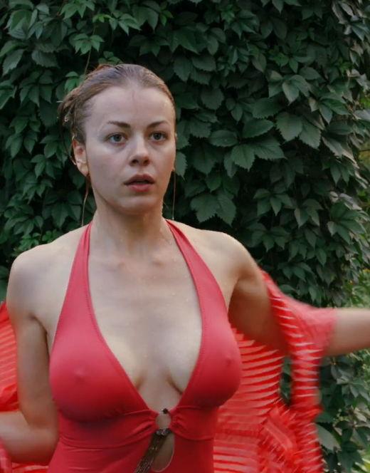 Олеся Фаттахова в купальнике из сериала «Второе дыхание»