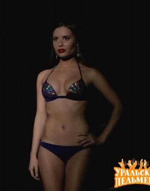 Юлия Михалкова на фото в купальнике