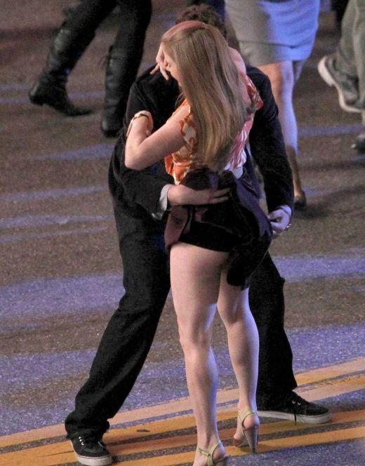 Засветы попки и ножек Эми Адамс со съемок фильма «Маппеты» (2011)
