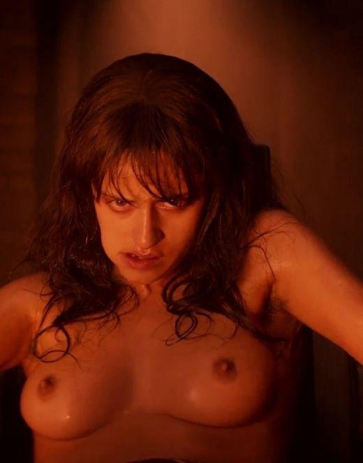 Горячие кадры Ани Чалотра (грудь)