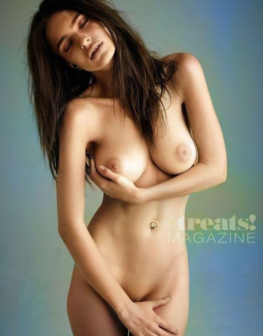 Горячие фото Эмили Ратажковски в стиле «ню» из журналов