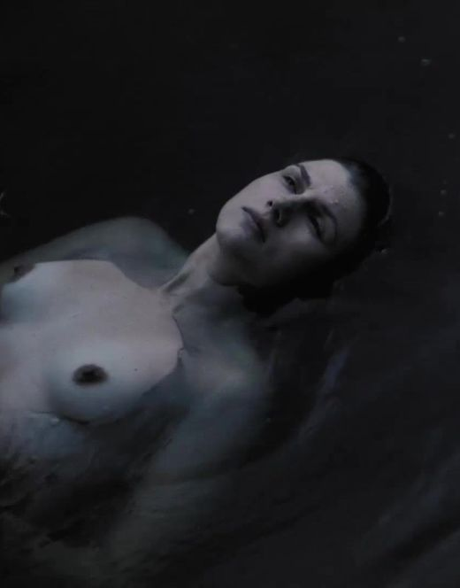 Голая Марьяна Спивак на откровенных фото