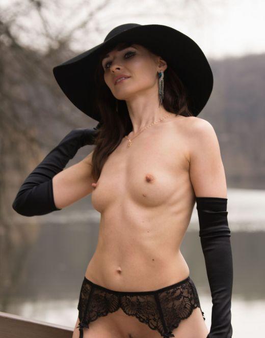 Голая Дженни Смит на эротических фото