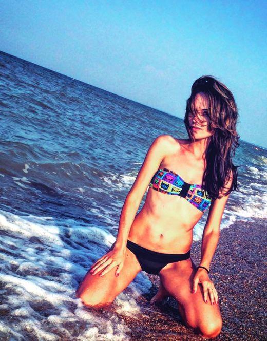 Эротические фото Юлии Подозеровой в купальнике
