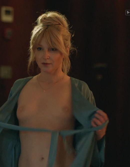 Голая грудь Ольги Медынич в сериале «Идеальная семья»