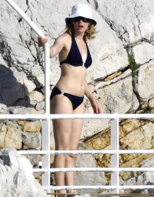 Элизабет Бэнкс на фото в купальнике