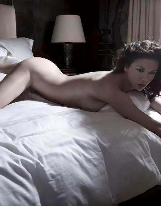 Кэтрин Зета-Джонс в нижнем белье на горячих фото