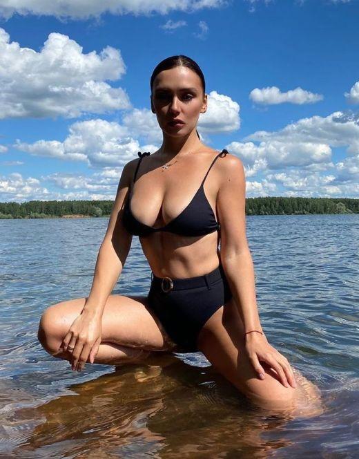 Ольга Серябкина на фото в купальнике