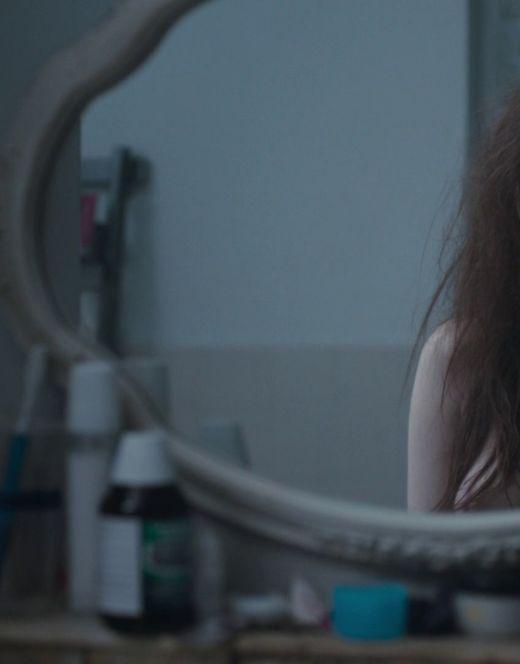 Обнаженная грудь Джоди Комер из серила «Тринадцать»