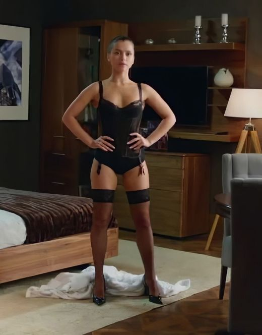 Горячие кадры Милы Сивацкой в нижнем белье из кино (грудь, попа)