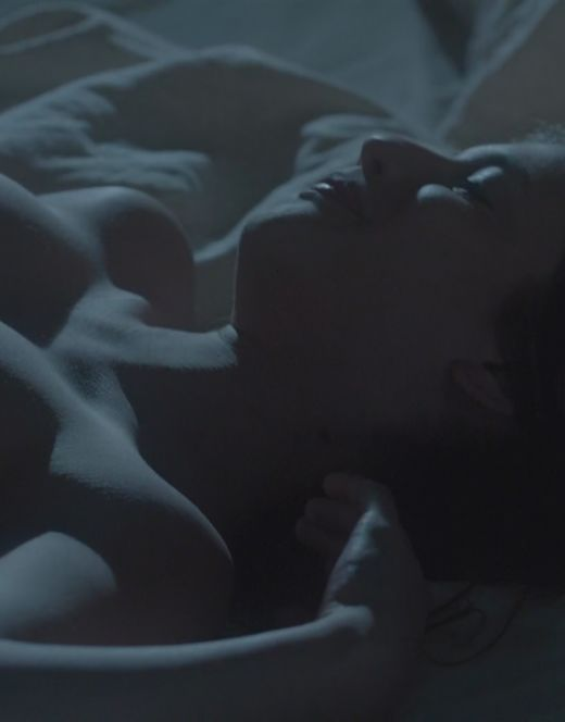 Голая Анна Чиповская в постельной сцене из фильма «О любви» (грудь, попа)