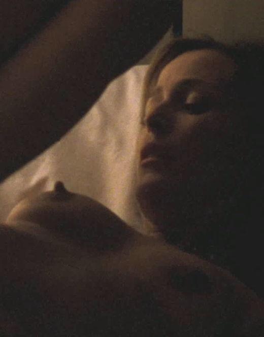 Голая Джиллиан Андерсон на эротических кадрах из кино