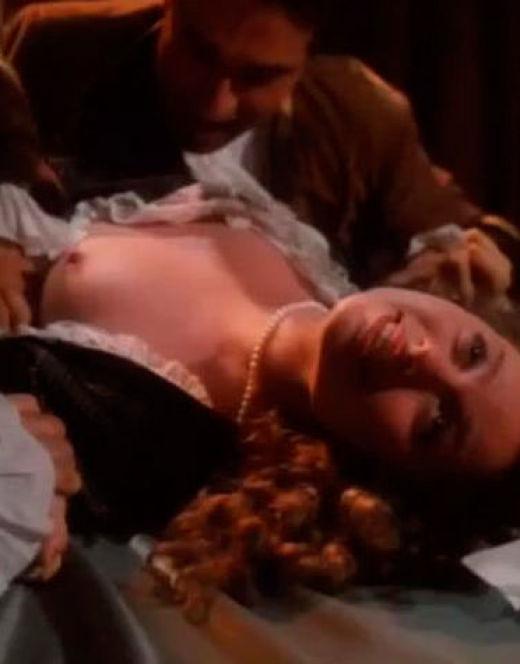 Обнаженная грудь Ирины Низиной из фильма «Маркиз де Сад»
