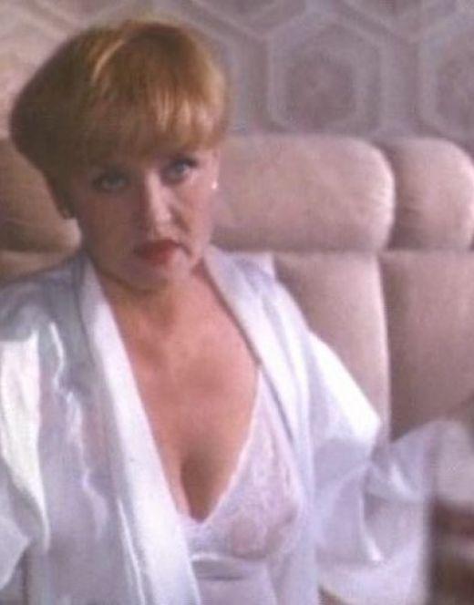 Вера Алентова в нижнем белье из фильма «Сын за отца» (1995)