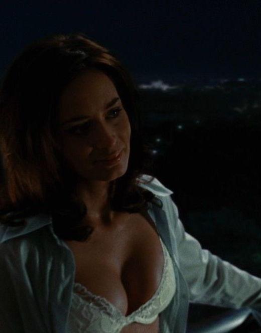 Эмили Блант в нижнем белье и купальнике