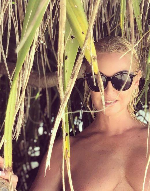 Анастасия Волочкова на фото в купальнике (2019)