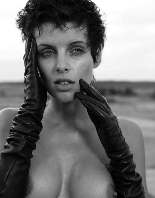 Голая Мария Семкина в эротических фотосессиях