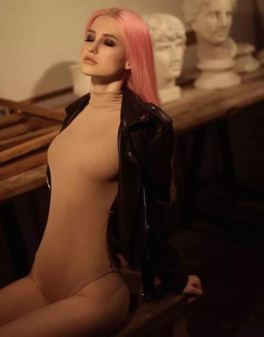 Диана Астер на фото в купальнике