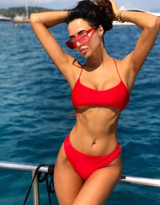 Анастасия Решетова на фото в купальнике