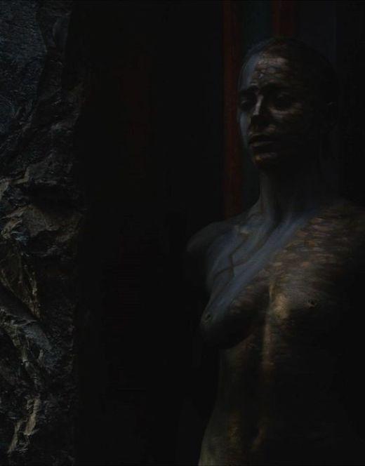Обнаженная Изабель Лукас из фильма «Война богов: Бессмертные»