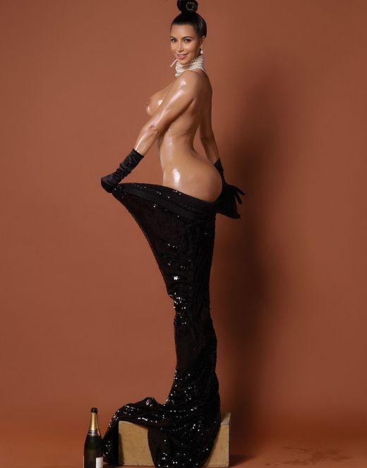 Полностью голая Ким Кардашьян на горячих фото из журналов