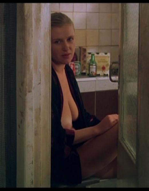 Эротические кадры с Ириной Розановой з фильма «Интердевочка» (сиськи)