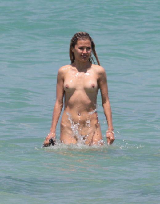 Голая Виктория Боня на пляже Майами (засветы)