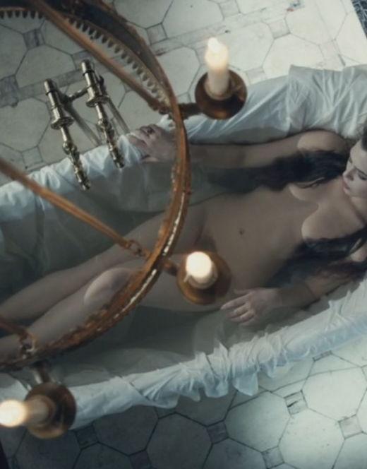 Обнаженная Таисия Вилкова в постельных сценах из фильма «Гоголь»