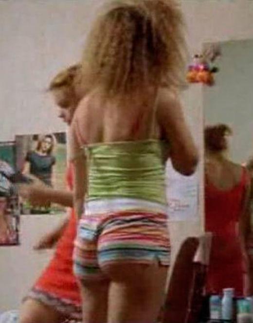 Горячие кадры Анны Банщиковой в коротких шортах из сериала «Ищейка»